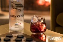 Grey Goose vanille devant feu de cheminée