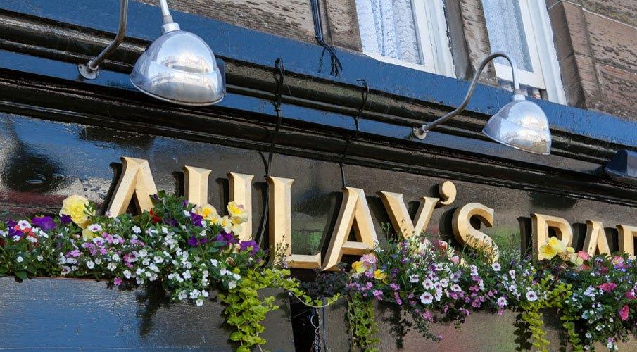 Auley's bar oban pub