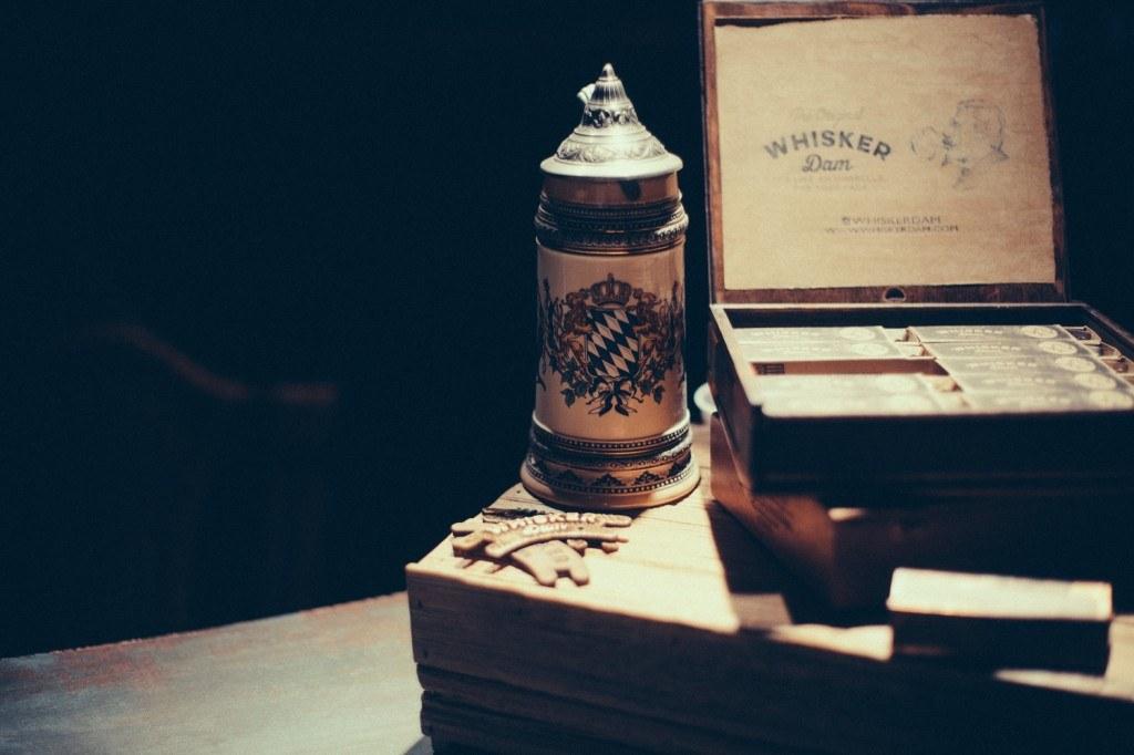 Whisker Dam protège moustache bière