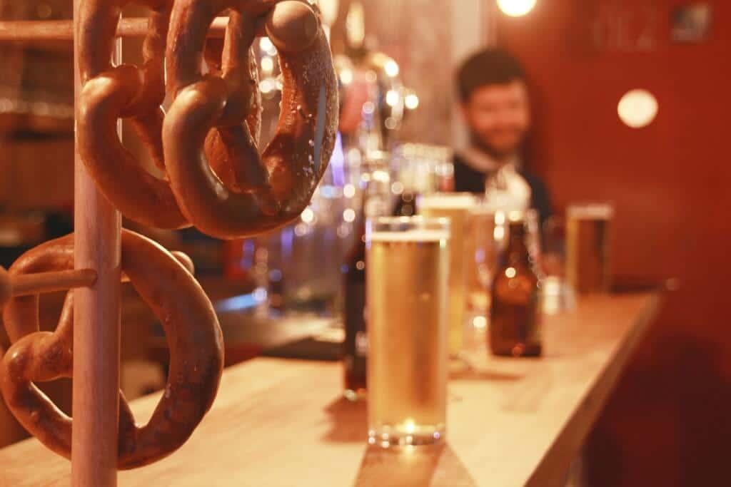 kiez Biergarten Paris Bretzel et bière