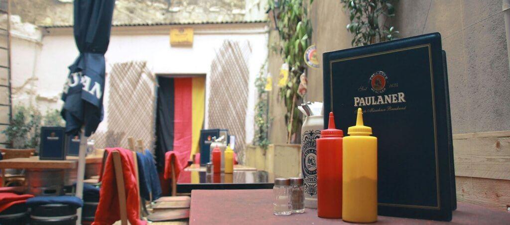 Cour interieur Kiez et menu