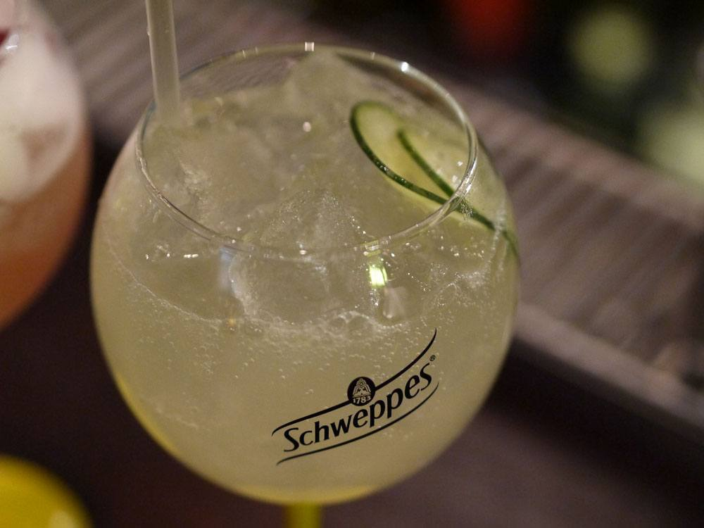 Schweppes Premium Mixer cocktail