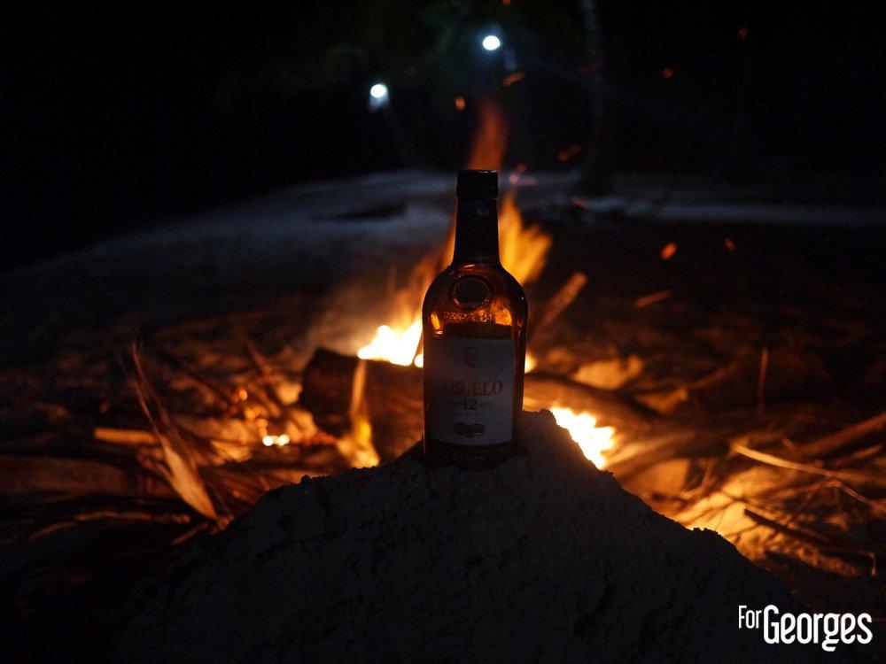 Ron Abuelo et feu de bois
