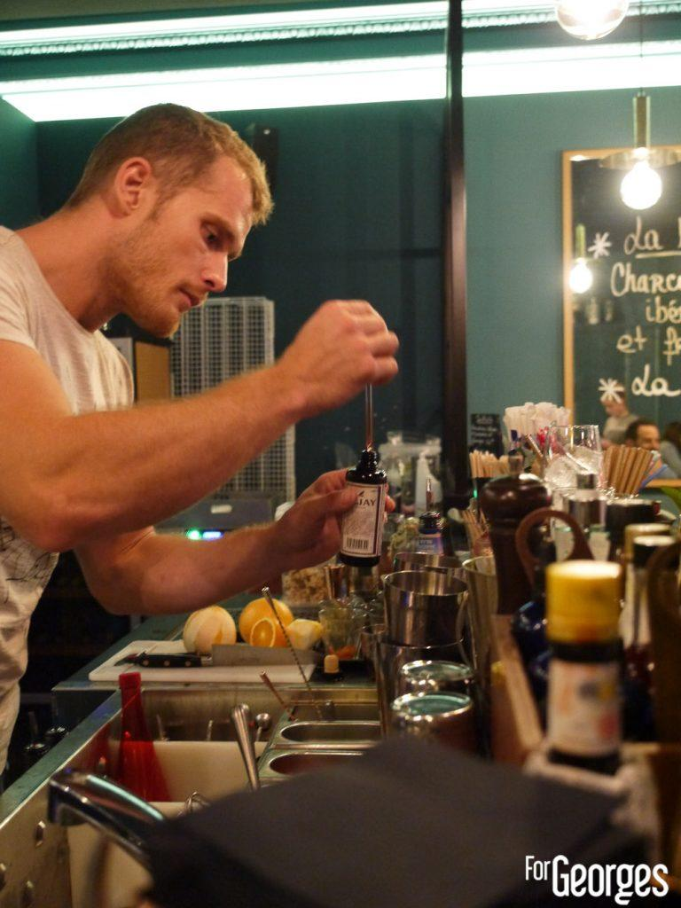 Barman Monsieur Moutarde cocktail bar