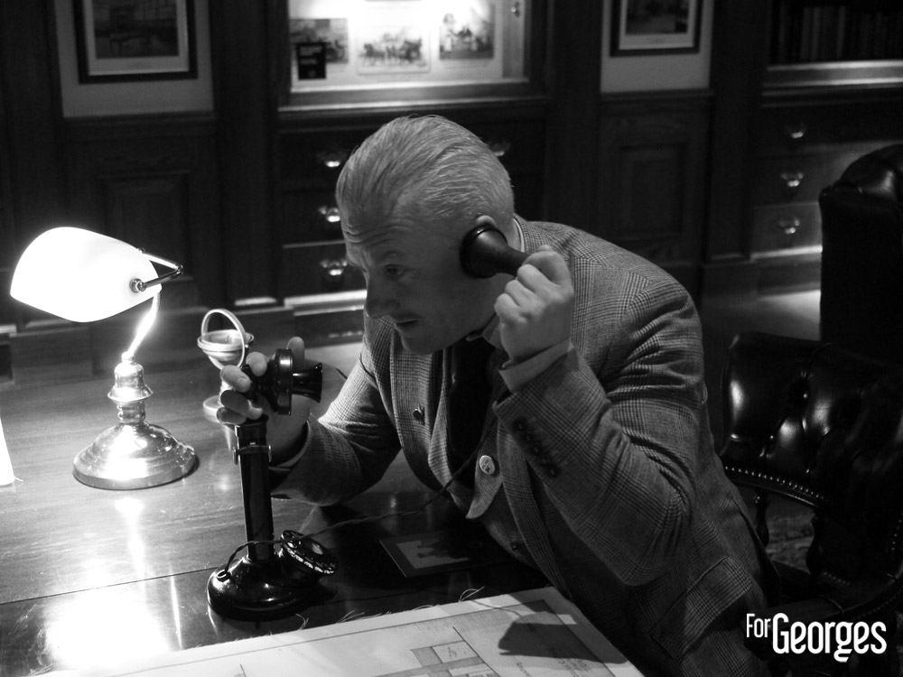 Tommy Dewar au téléphone