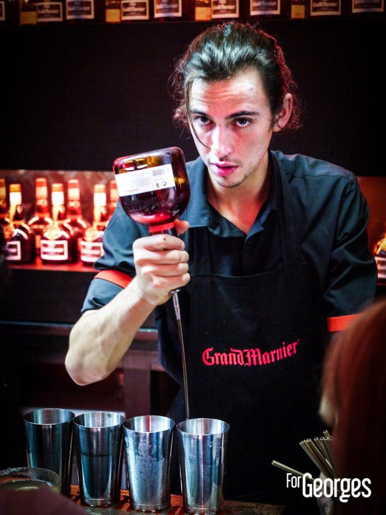 Barman Grand Marnier cocktail