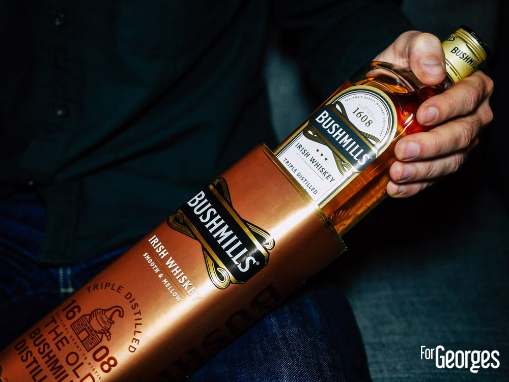 bouteille bushmills original whiskey irlandais et son verre à whiskey
