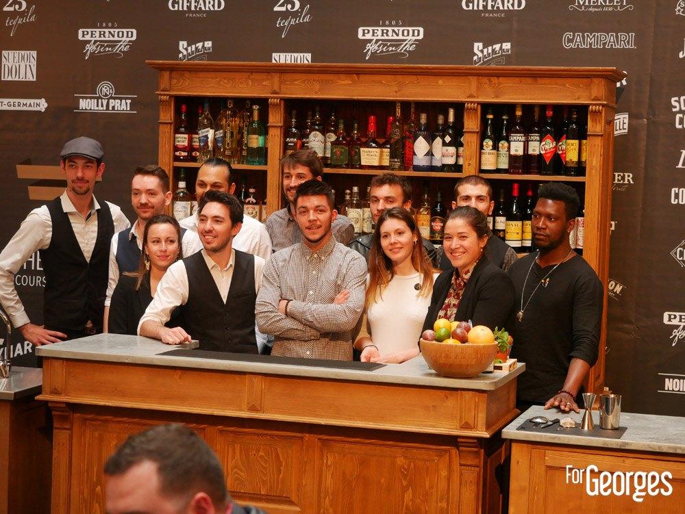 Tous les participants derrière le bar  Les Trophées du bar 2019