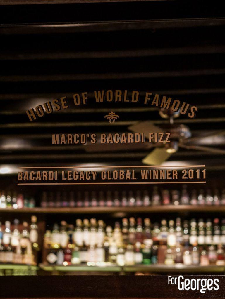 Intérieur bar à cocktails l'Antiquaire à Lyon