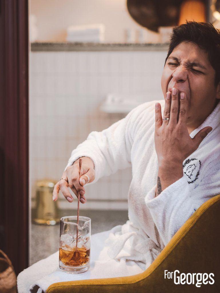 Adrian Nino et verre à mélange